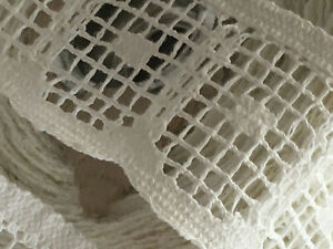VINTAGE-CROCHET-WHITE-COLOR-EMBELLISHMENTS-TRIM-SIX-YARDS-NICE-2-034-WIDE