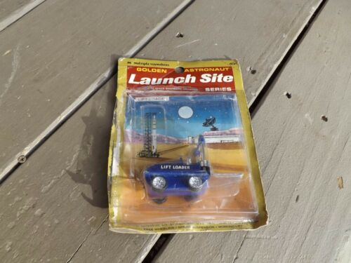 1970's MULTIPLE TOYMAKERS GOLDEN ASTRONAUT LAUNCH SITE LIFT LOADER Opened CARD