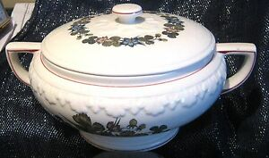 Very-pretty-Pembroke-Pattern-Wedgwood-tureen-very-lovely-pattern