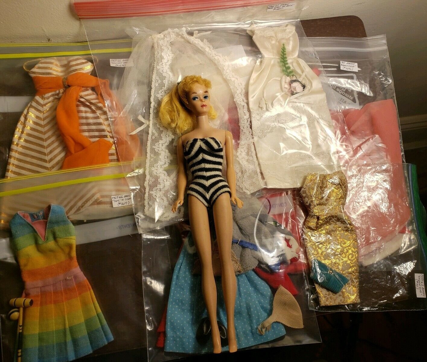 Vintage Ponytail Barbie 1963 W 6 Outfits