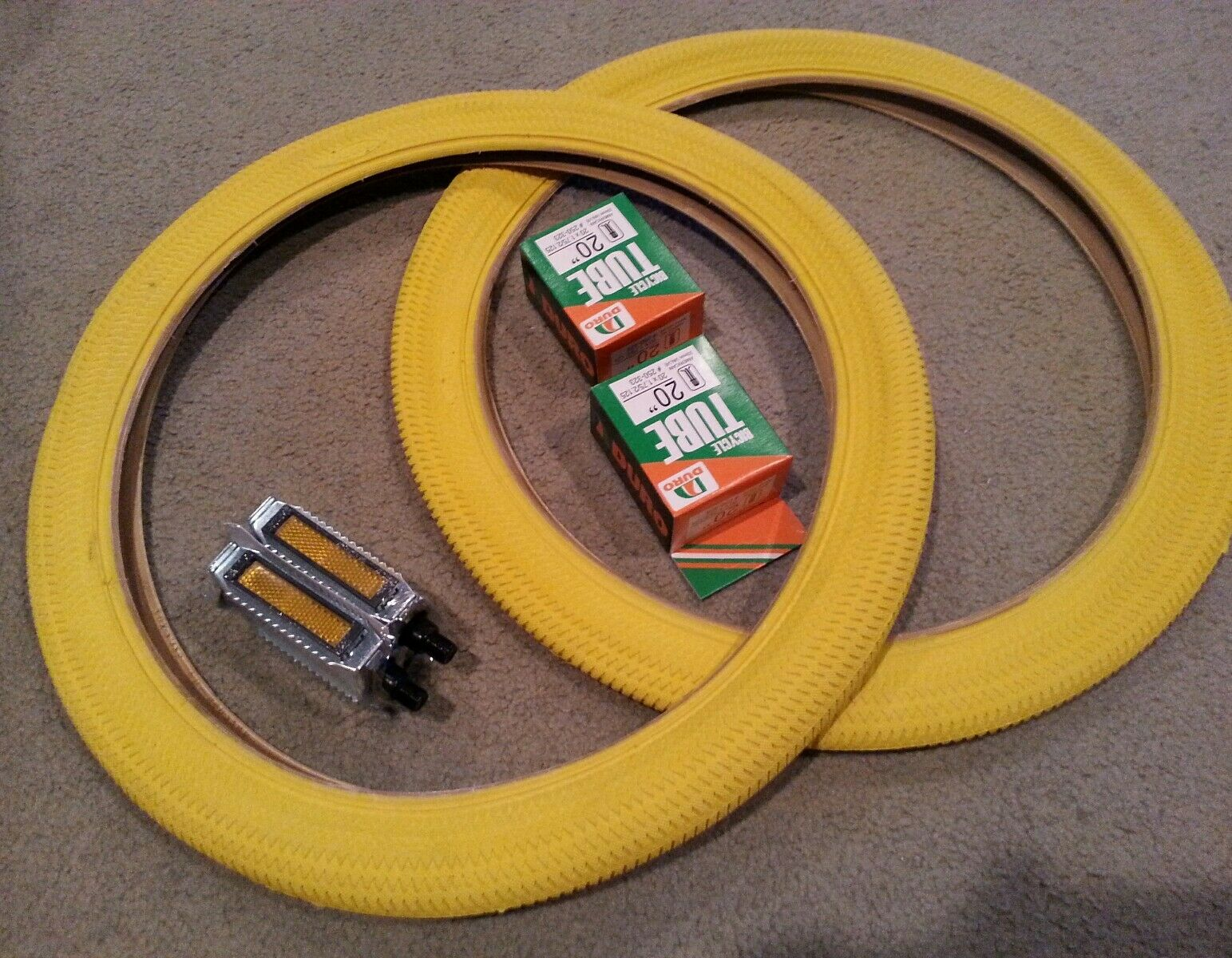 2 DURO BMX BICYCLE TIRES 20X1.95 (47-406) YELLOW &TUBES ,2 RAT TRAP PEDALS 1 2