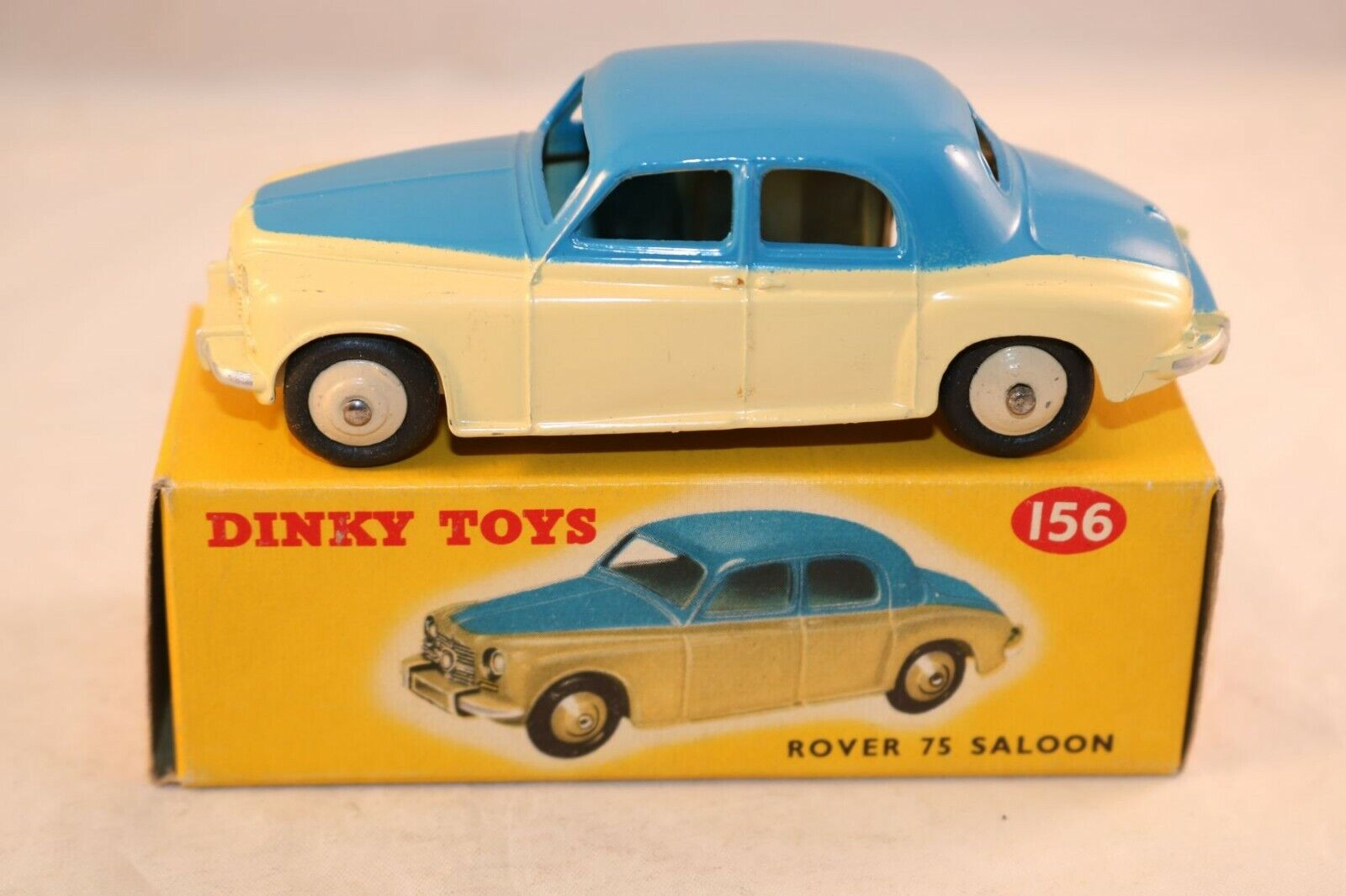 Dinky Toys 156 Rover 75 saloon 2 tone blu and cream mint in n.mint box SUPERB