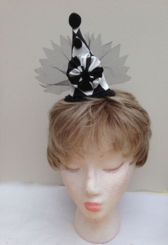 BLACK AND WHITE Harlequin Pierrot Stile Mini Fascinator con clown
