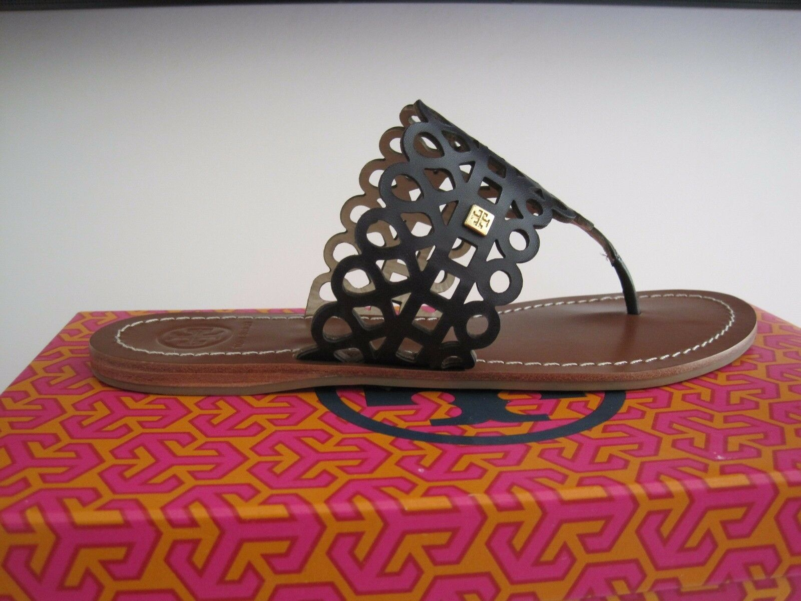 BRAND NEW TORY TORY TORY BURCH DAVY LASER CUT  THONG  NEW IN THE BOX Dimensione 6 620d93