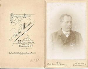 Atelierfoto-Alterer-Mann-Atelier-Adalbert-Werner-Muenchen-Elisenstrasse-7