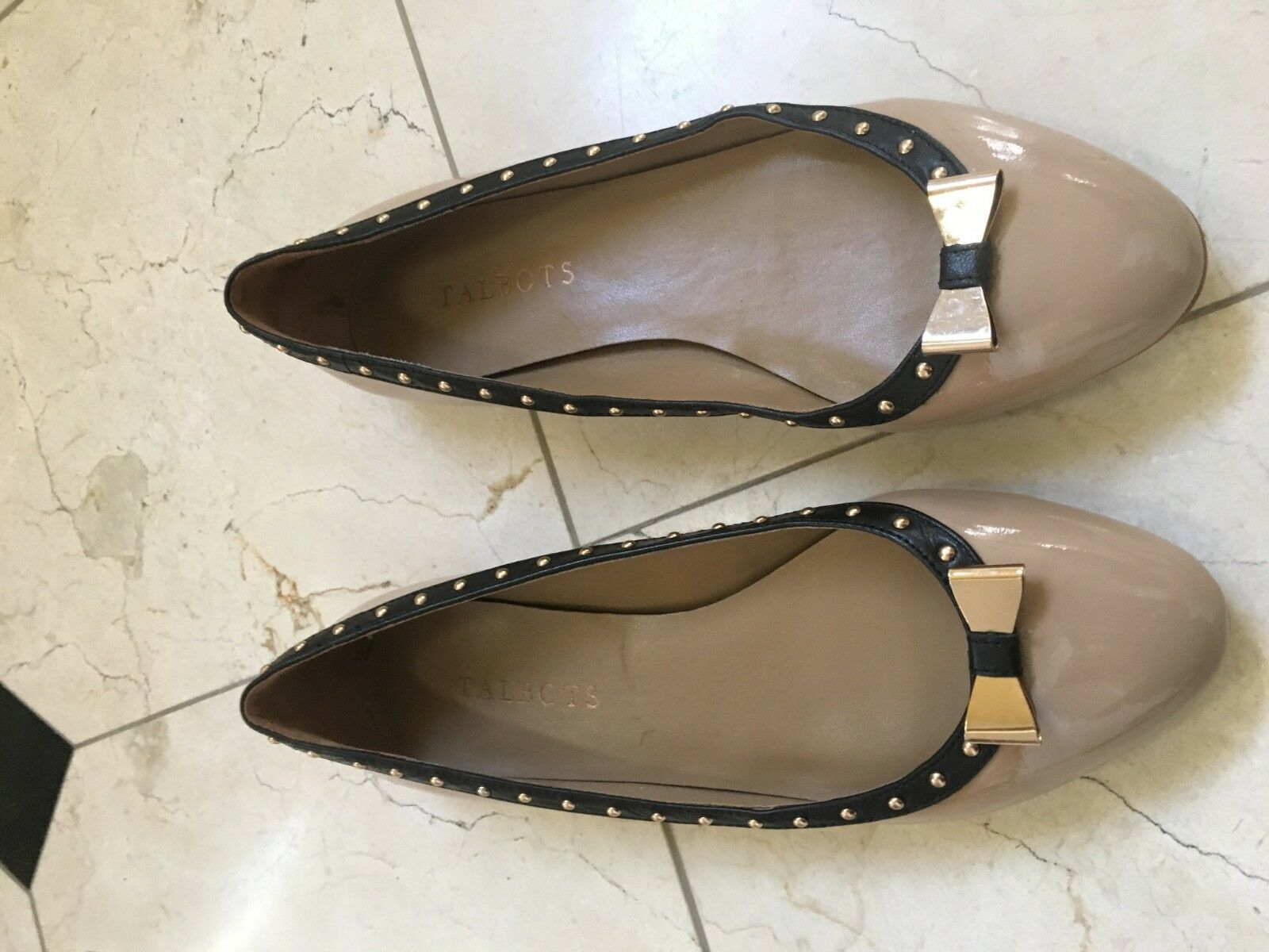 TALBOTS Tan Noir Bordure Or Noeud en Cuir Verni Plates Confort Chaussure Femme Taille 7.5 m