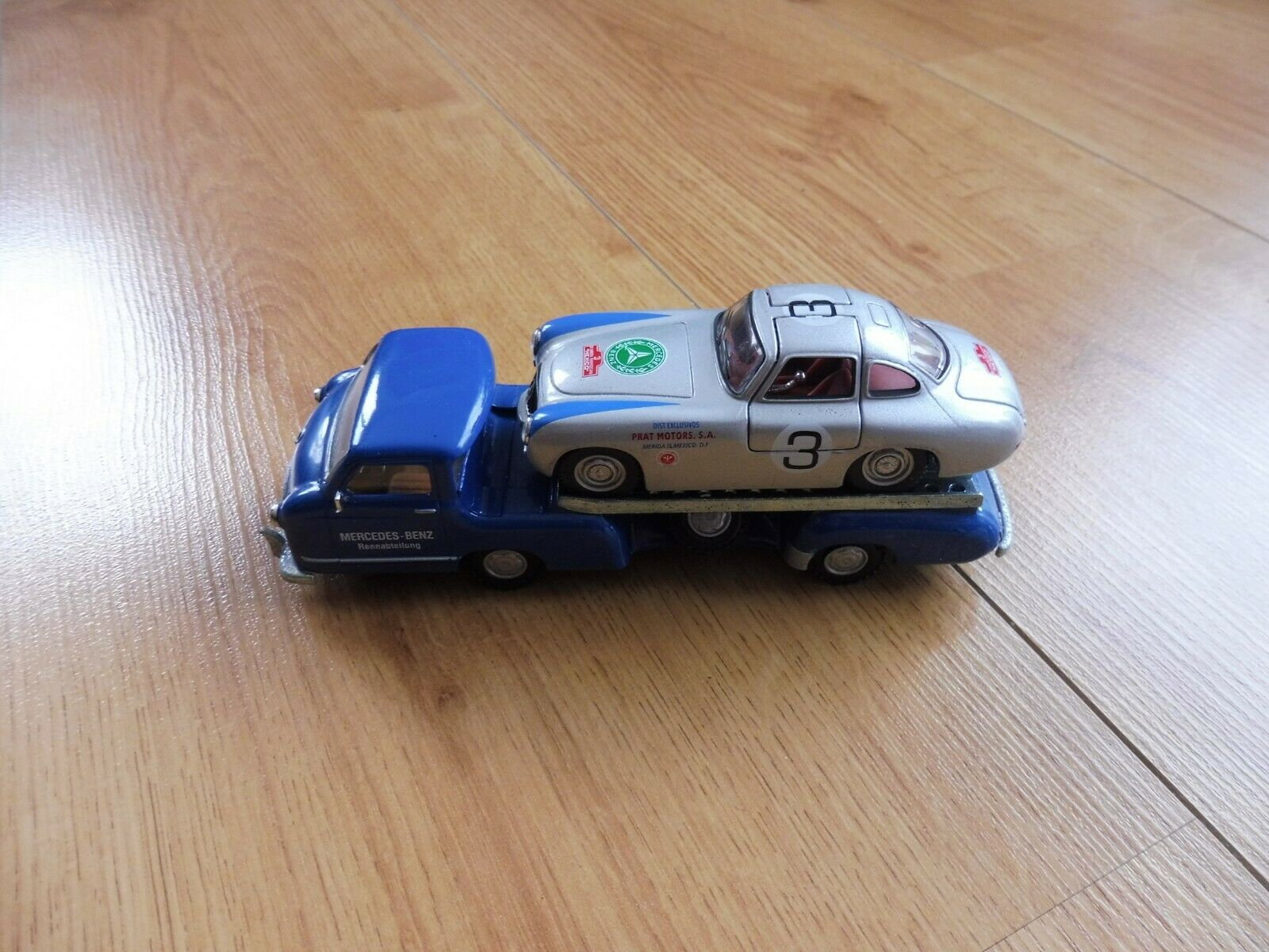Conrad 1 43 Allemagne Mercedes-Benz 1954 Renn-Transporter bleu avec Mercedes 300
