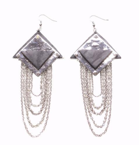 Negrita-Negro y Plateado Pirámide//pendientes de cadena de cromo en capas Diamanté /& Zx196TR