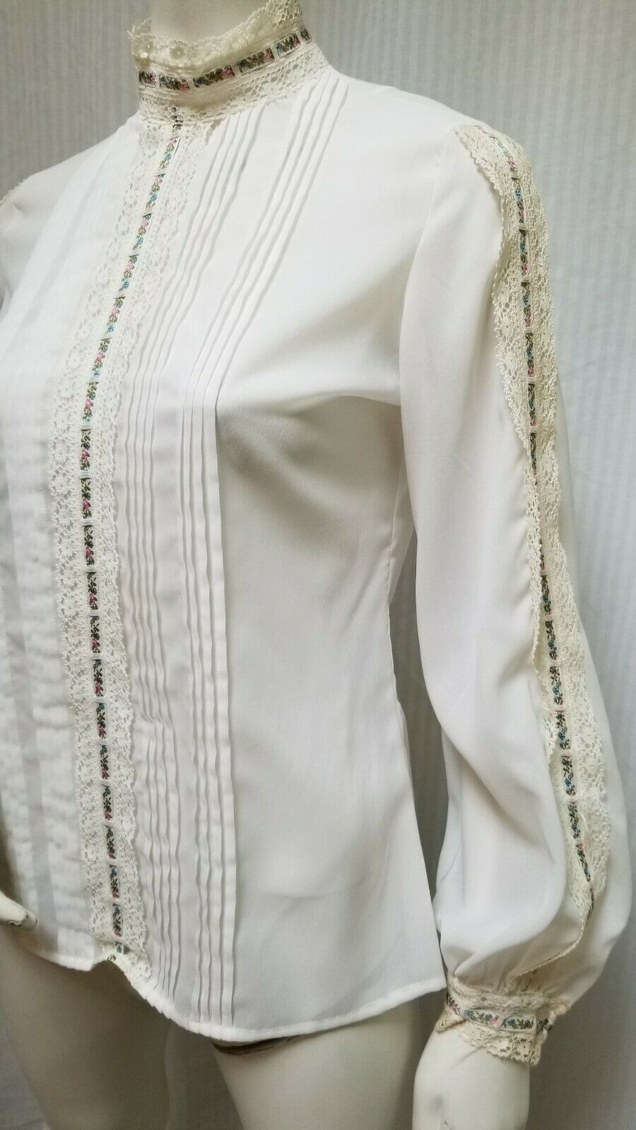 Vintage LORD & TAYLOR Ivory Crochet Lace Pleated … - image 8