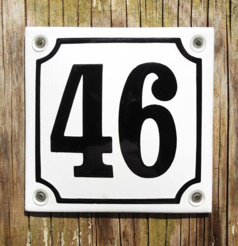 No.46 noir sur un fond blanc .10x10cm. Classique Émail Signe Maison Numéro 46