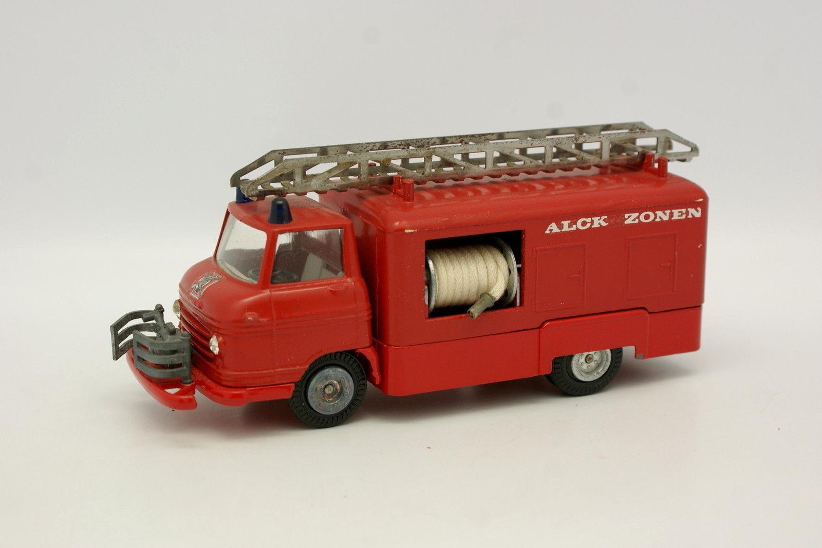 Tekno 1 43 - Volvo Falck zones Fire Engine Fireman