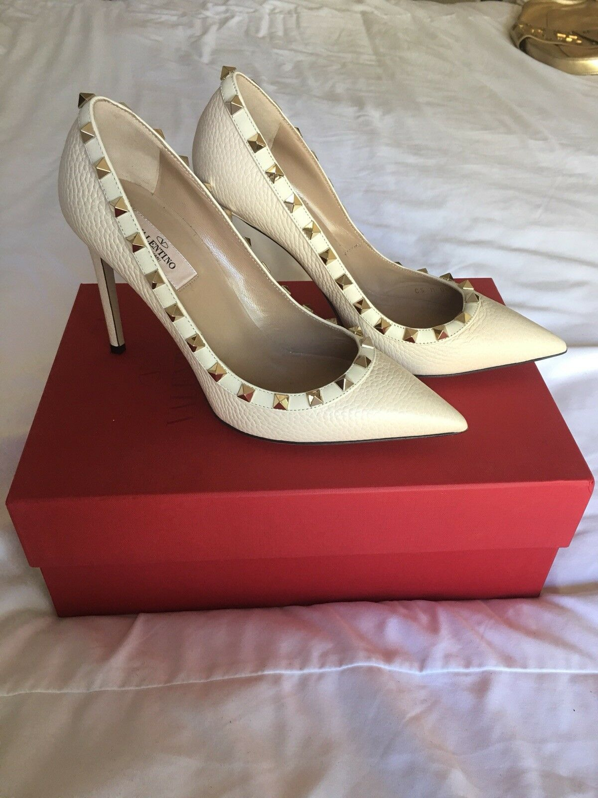 Valentino Rockstud Ivory leather Pumps in Größe 38