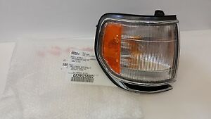 LEXUS OEM FACTORY DRIVER SIDE CORNER TURN SIGNAL LAMP HOUSING 1998-2002 LX470