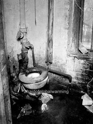 Photo Dirty Bathroom /& Toilet New York City 1909