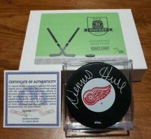 Hit-Parade-Detroit-Red-Wings-Dennis-Hull-Autographed-Puck-w-COA