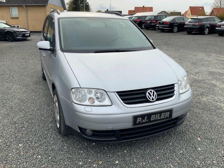 VW Touran 1,6 FSi Trendline 5d