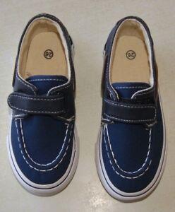 05658c91d8195 paire de chaussure bateaux neuve de couleur bleu enfant taille 30 ...