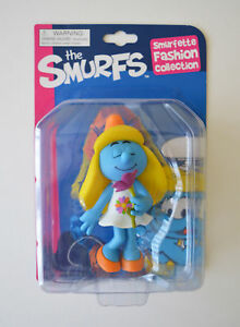 The-Smurfs-Smurfette-Figure-With-Flower