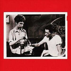 Kinofoto-Szenenbild-16-Allianz-Film-GmbH-034-Entfesselte-Jugend-034-1956-18cm-x-13cm
