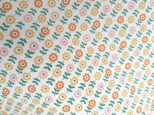"""Nuevo 100/% algodón Robert Kaufman /'Penny/'s Casa de Muñecas /""""Diseño Floral Ditsy"""