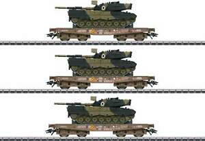 Marklin-HO-48795-Slmmps-Heavy-Duty-Flatcar-with-Leopard-Tank-3-Pack-Danish-DSB