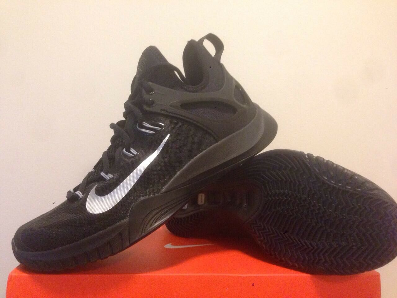 Nike Zoom Hyperrev  Mens Us Size 9  (no box cover)   Retail  105
