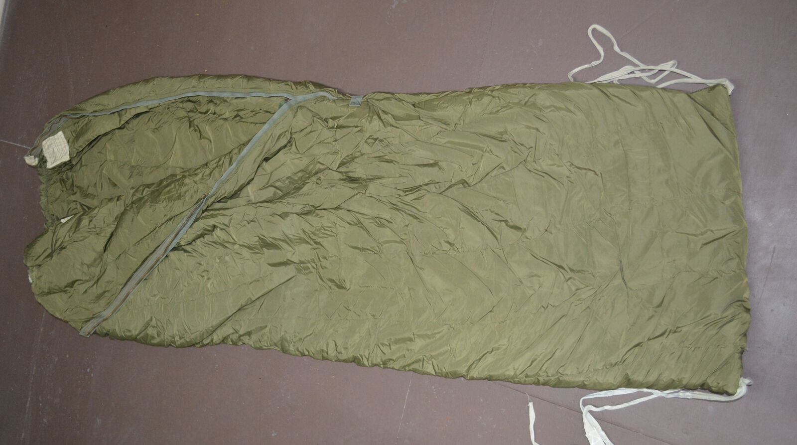 Used Canadian military 1 piece Cold weather outer arctic sleeping bag (  O-13 )