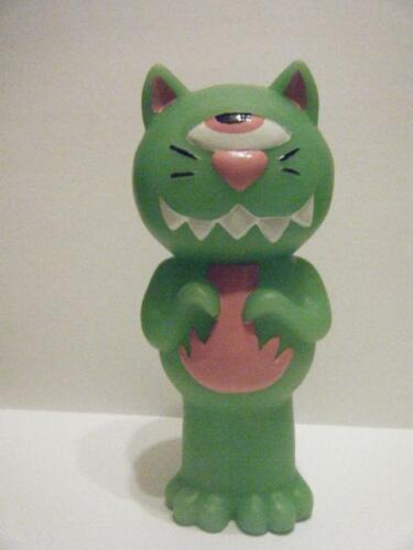 PINK TENTAPUSS JAPANESE KITTY KAIJU VINYL FIGURE KILL!
