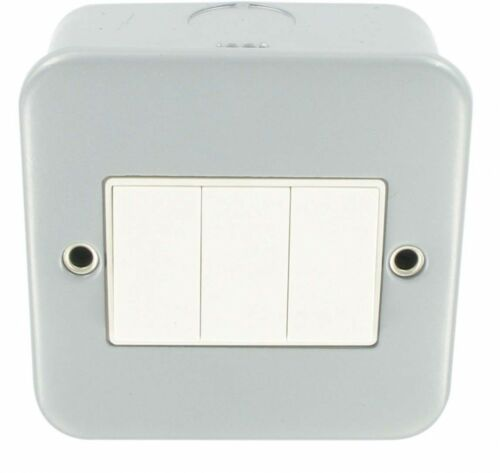 METAL CLAD 10A 3 GANG  2 WAY SWITCH GARAGE WORKSHOP INDUSTRIAL LIGHT SWITCH