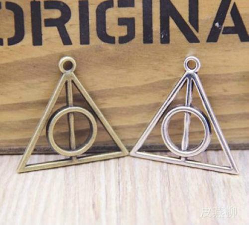 Wholesale 12//24Pcs Tibétain Argent//Bronze ( Lead-Free ) Triangle Charms 31x32mm