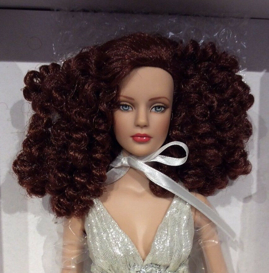 Tonner Winter Flame Sydney Chase doll NRFB Tyler Wentworth LE LE LE 300 Convention b466f5