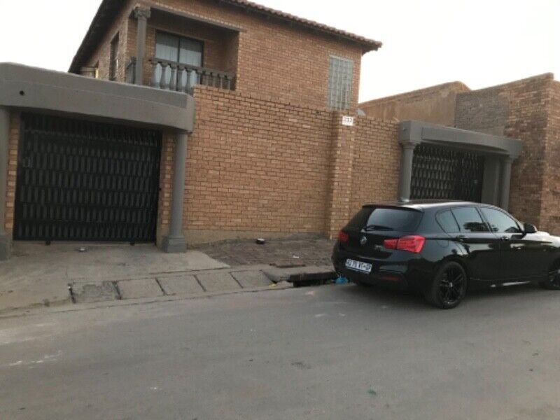 Room for rental R2350 Rabie Ridge including water/ electric and secure parking