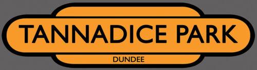 dentro o fuera de uso tannadice Park Dundee unida Ferrocarril Totem fútbol firmar