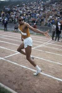 OLD-LARGE-PHOTO-USA-athletics-great-1968-Mexico-Olympic-Gold-Tommie-Smith-19