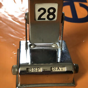 Vintage-Chrome-Art-Deco-Flip-Over-Perpetual-Calendar-Desk-Items-day-month-date