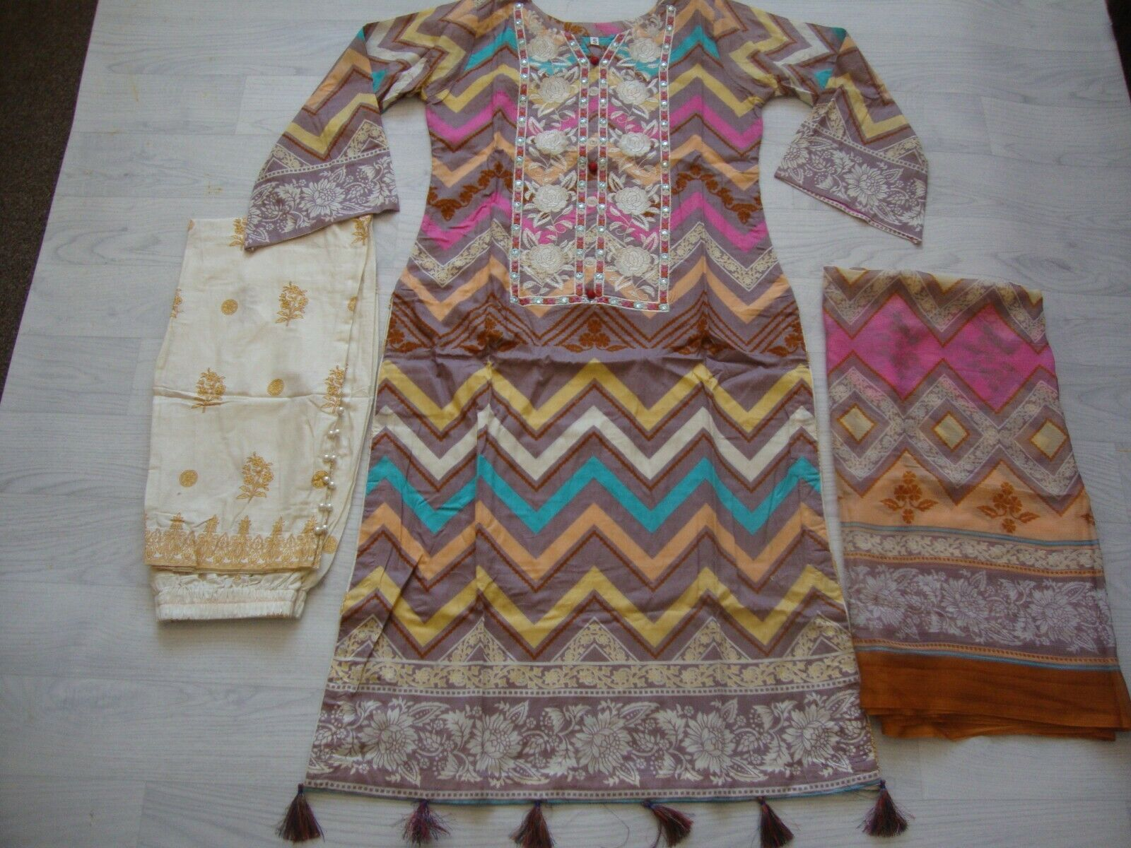 Khaadi lawn Embroidered stitched suit salwar kameez reduced to clear