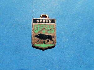 medaille pendentif  BLASON TOURISME VILLE EMAILLE SEDAN SANGLIER thfr