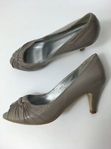 WOMENS-FAITH-TAUPE-PATENT-LEATHER-KNOT-SLIP-ON-HIGH-HEEL-COURT-SHOES-UK-6-EU-39