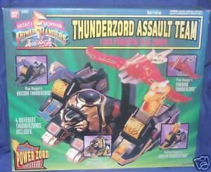 Une équipe d'assaut Thunderzord puissante avec des Power Rangers Power Rangers scellée 1994