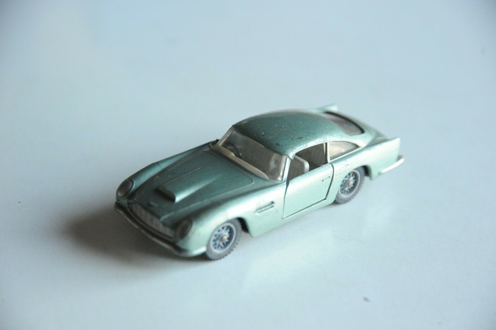 SOLIDO - ASTON MARTIN DB 5 VANTAGE - MADE IN FRANCE REF. 160 1  1964