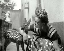 MEXICAN PAINTER FRIDA KAHLO AND PET DEER GRANIZO - 8X10 PHOTO (FB-969)