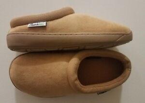 5d17722ecf56 Image is loading Brookstone-Tempur-Pedic-Comfort-Slippers-Womens-Microsuede- Slipper-