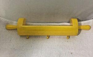 Vintage-Hard-Plastic-Bright-Yellow-Rolling-Pin-Shelf-amp-Potholder-Hanger-Hotpad