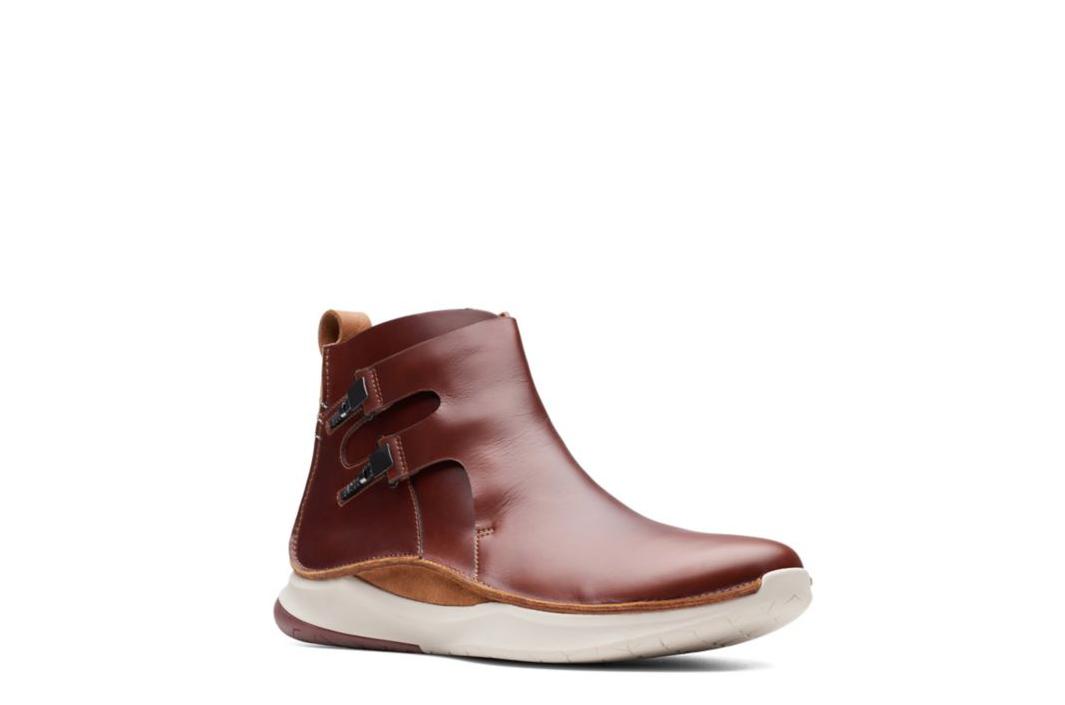 Clarks Men's PrivolutionM2 Mahogany Leather Sport Boots 26138430