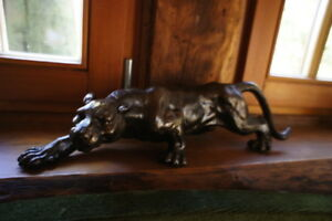 Panthère sculpture pour le bureau déco chat volant jaguar en