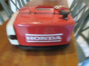 VINTAGE-HONDA-3-4-GALLON-RED-METAL-OUTBOARD-MOTOR-GAS-FUEL-TANK-BOAT-TANK-SEE