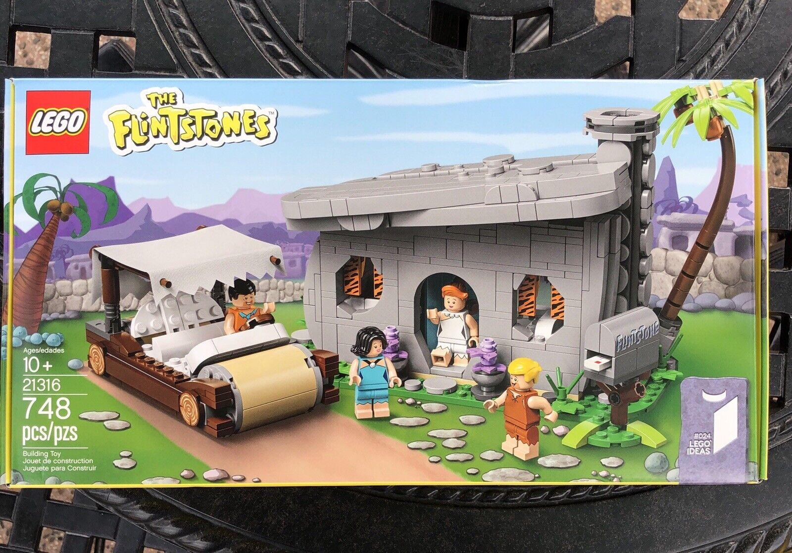 LEGO The Flinstones 21316 on hands (Lego Ideas) 748 Pcs