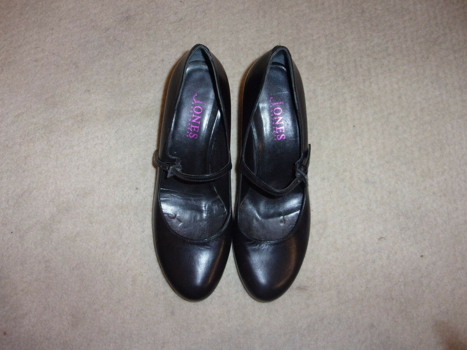 Jones the bootmaker black leather mary jane shoes size 4