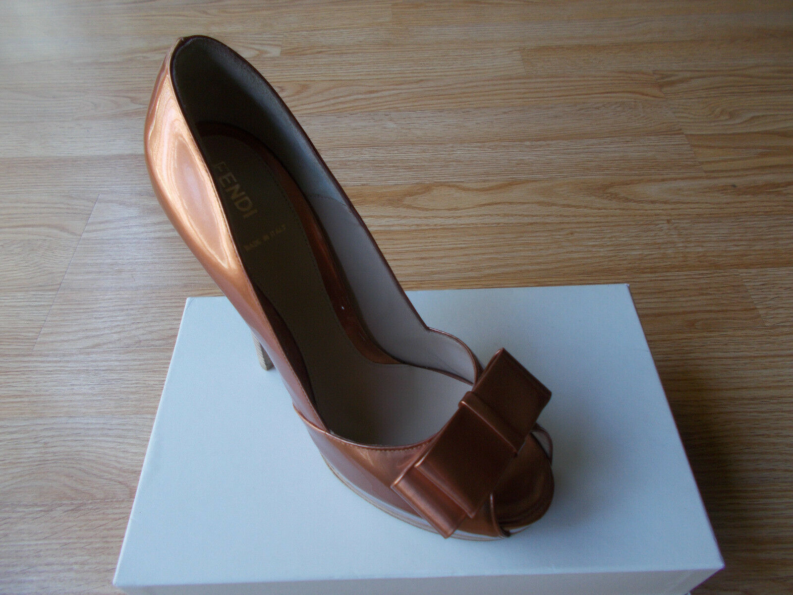 0c28475425a 750 Fendi shoes shoes shoes Heels Platform Copper Patent Leather Bow ...