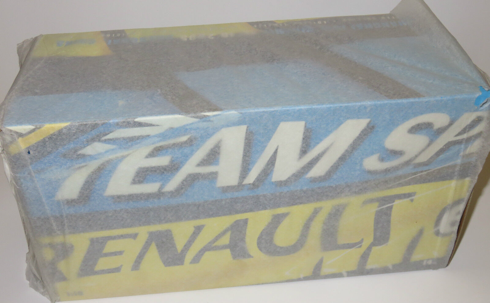 1 18 Renault 2005 World Champion Constructors Edition in case Alonso Fisichella